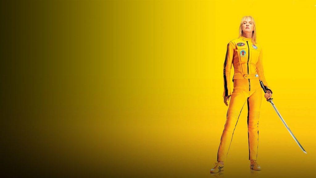 mulher do filme Kill Bill com um fundo amarelo