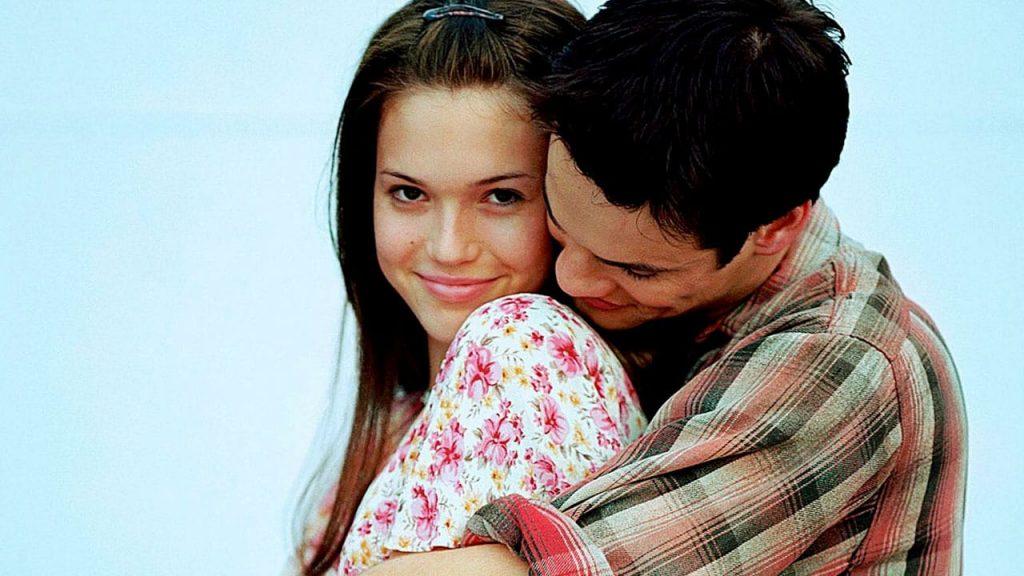 casal protagonista do filme um amor para recordar em uma cena clássica do romance