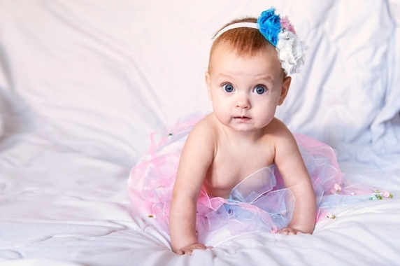 bebe menina vestida de rosa