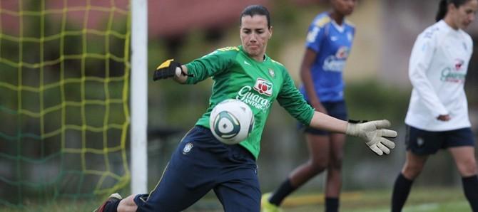 foto da jogadora de futebol Andreia Suntaque