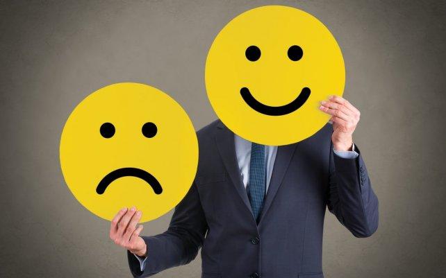 homem otimista com um rosto feliz