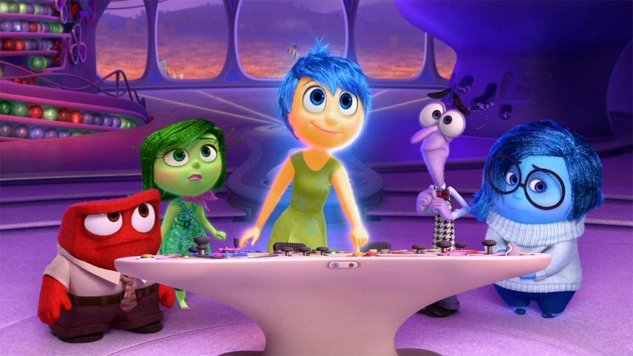 cena do filme divertida mente com os protagonistas