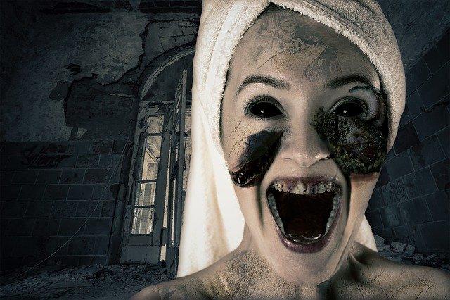 demônio na forma humana com uma toalha enrolada na cabeça