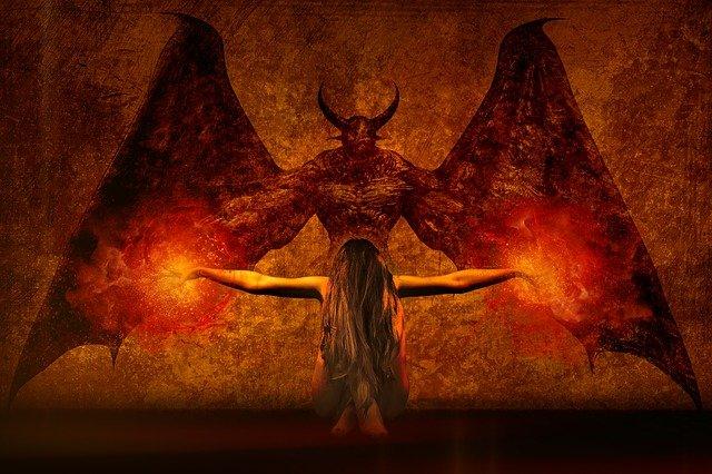 bruxa e diabo fazendo o mau