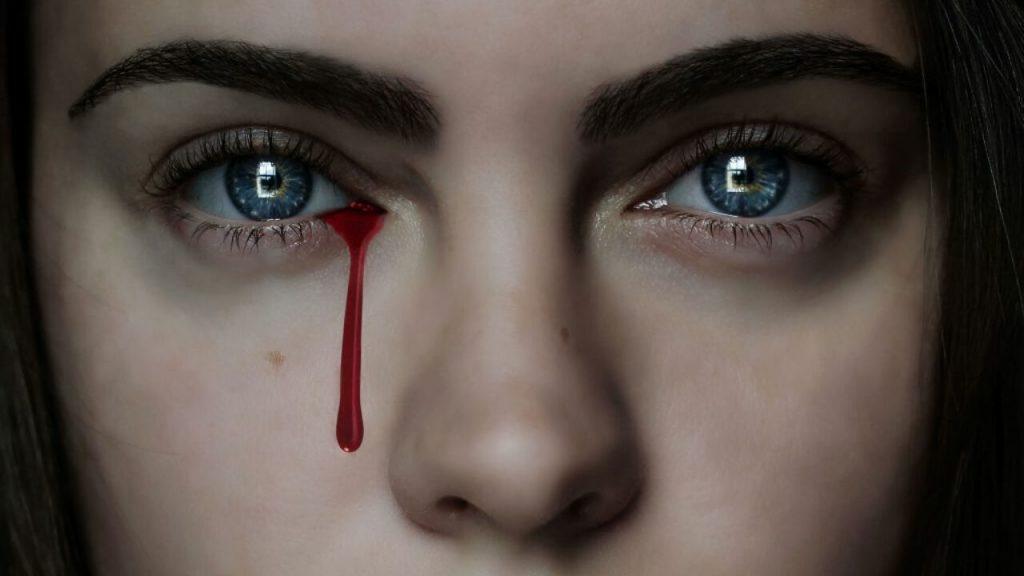 mulher chorando sangue