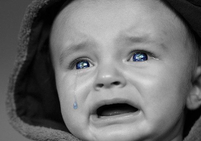 bebê chorando muitoy