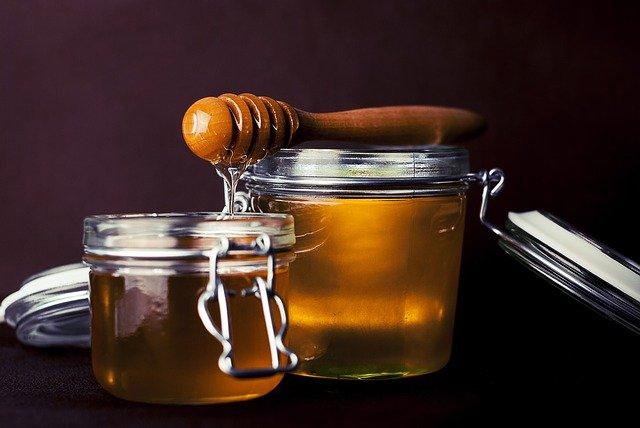 potes cheios de mel